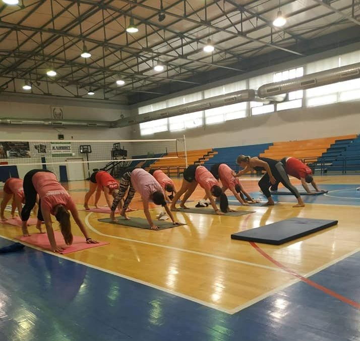 Συνδυασμός σωματικής και πνευματικής άσκησης στο γυναικείο τμήμα με την Μαίρη Πατερούδη